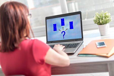 Schermo del laptop che mostra un concetto di scelta