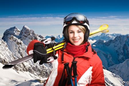 schaatsen: Een vrouw skiën in de Alpen, outdoor shoot. Stockfoto