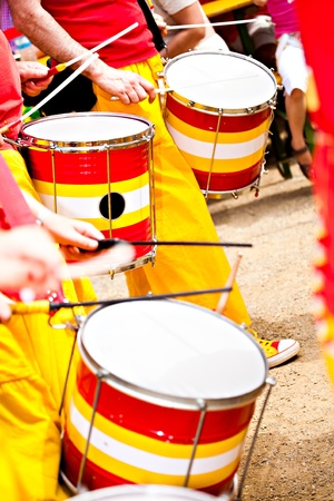tambor: Una banda de tambores en la calle. Escenas de Samba Festival en Coburg, Alemania Foto de archivo