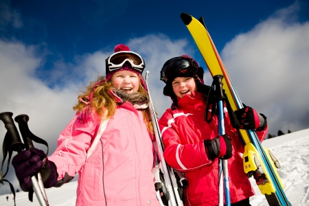 A young girl skiing in the Alps, outdoor shoot. Imagens