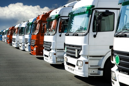 A line of trucks in the car park Imagens - 13171364