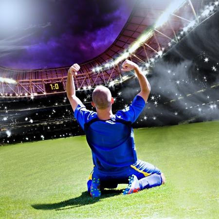 joueurs de foot: football ou joueur de football sur le terrain