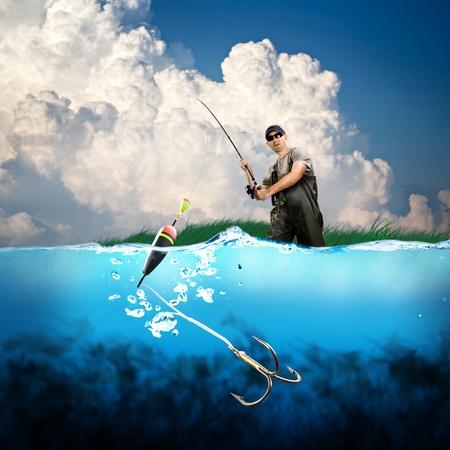 Nahaufnahme von einem Angelhaken unter Wasser abgeschaltet Standard-Bild