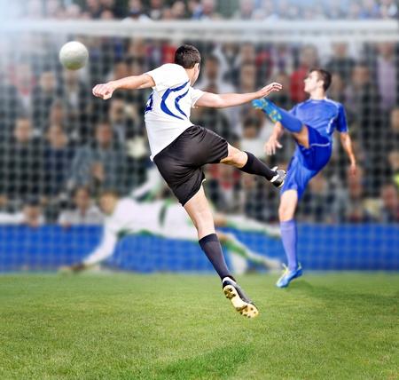 voetbal of voetbal speler op het veld