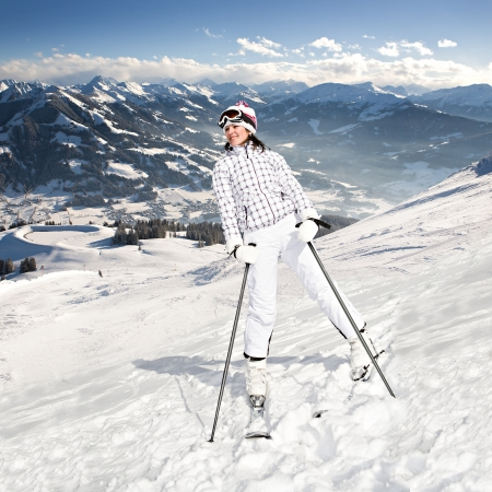 A young woman skiing in the Alps. An outdoor shoot. Imagens - 17793398