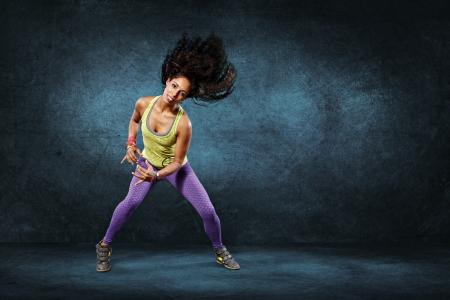 フィットネス運動や zumba 踊りで若い女性 写真素材