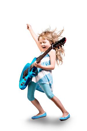 ステージでギターを持つ若い女の子の肖像画 写真素材
