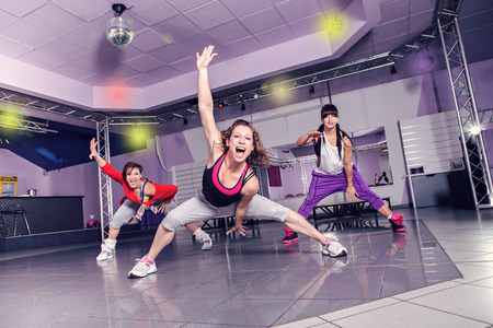 group of women in sport dress at fitness dance exercise or aerobics Stockfoto