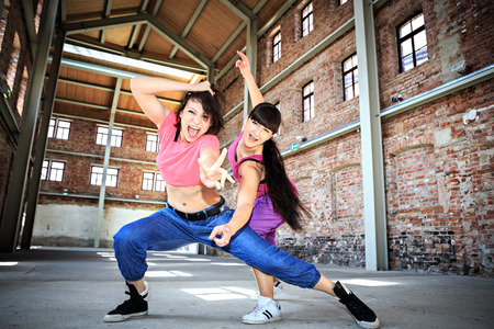 zumba: grupo de mujeres de zumba baile vestido de deporte o ejercicios aer�bicos Foto de archivo