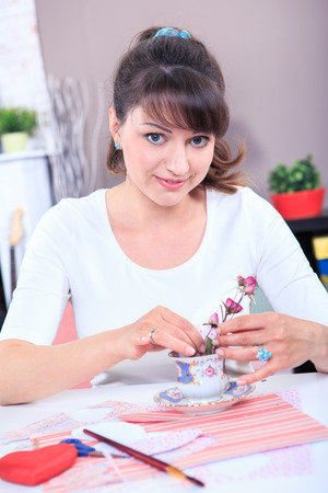 to tinker: a young woman tinker gifts at home Stock Photo