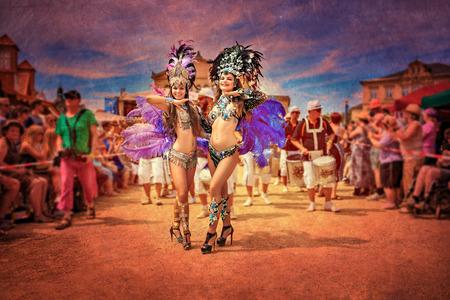 COBOURG, ALLEMAGNE - 10 juillet 2016: La samba danseur inconnu participe au festival annuel de samba à Coburg, Allemagne