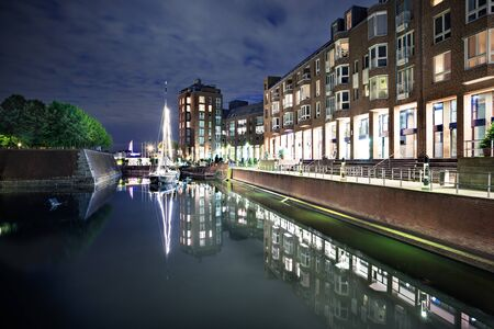 alter: Alter Hafen in Dusseldorf town in Germany by night