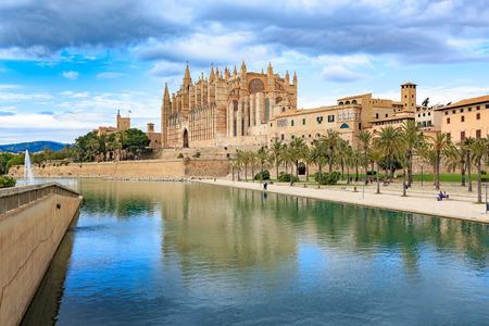 mallorca: PALMA DE MALLORCA, MALLORCA, BALEARIC ISLANDS, SPAIN - CIRCA MAI, 2016: Santa Iglesia Catedral de Mallorca in Palma de Mallorca town on Mallorca Island, Spain