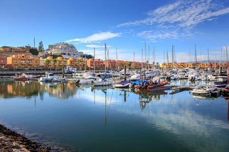 Marina de Portimao sur l'Algarve dans le sud du Portugal Banque d'images