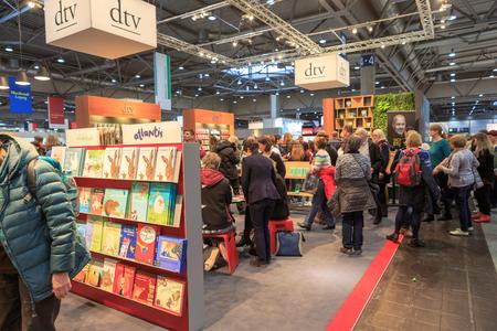 LEIPZIG, GERMANY - MARCH 16, 2018: The book fair Leipziger Buchmesse 2018 in Leipzig, Germany Standard-Bild - 117048742