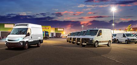 een panoramische foto in webpagina-formaat voor vrachtvloot of autodealer