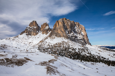 The skiing area Groeden with St. Ulrich, St. Christina and Wolkenstein areas in Dolomite Alps, South Tyrol, Italy 免版税图像