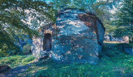 Ruin of castle Rotenhan in Hassberge county, Bavaria, Germany 스톡 콘텐츠 - 129365014