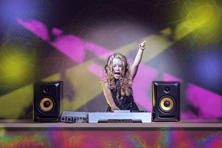a gradeschooler girl as DJ at the kids disco Imagens