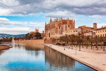 PALMA DE MALLORCA, MALLORCA, BALEARIC ISLANDS, SPAIN - CIRCA MAI, 2016: Santa Iglesia Catedral de Mallorca in Palma de Mallorca town on Mallorca Island, Spain Sajtókép
