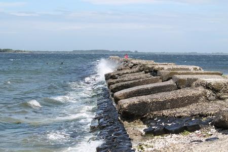 breakwater: dique en los Pa�ses Bajos Foto de archivo