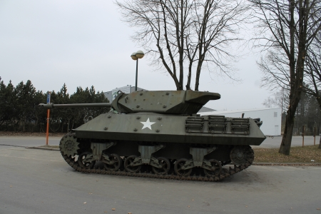 encirclement: tank at the mardasson memorial