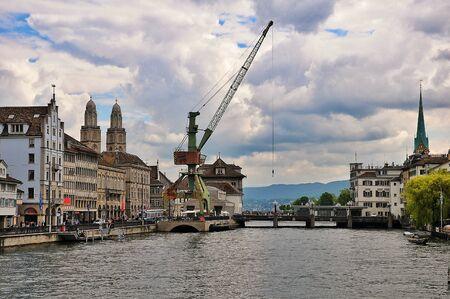 zurich: Zurich Hafenkran Editorial