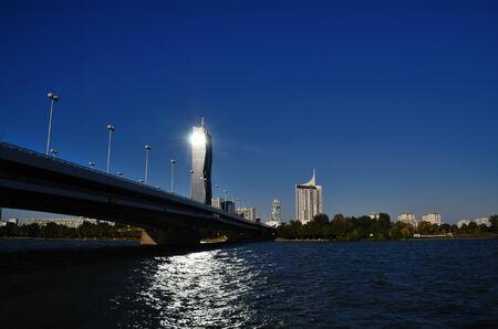 radiacion solar: dc torre de la radiaci�n solar y la reflexi�n en el Danubio