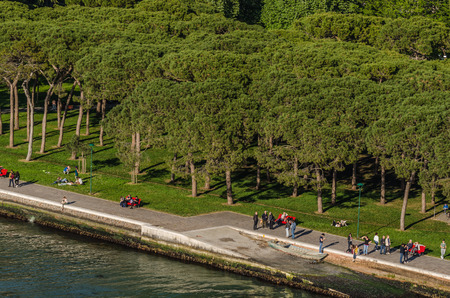 promenade on the water in venice italy 版權商用圖片