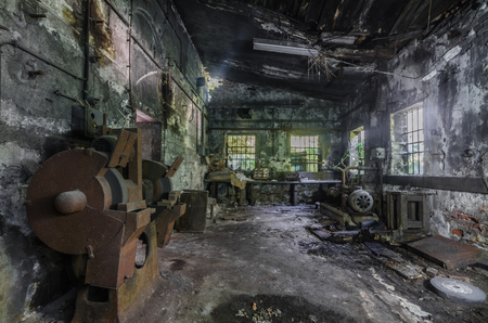 many different machines in a factory Imagens