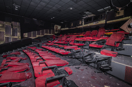 broken seats in a deserted cinema 免版税图像