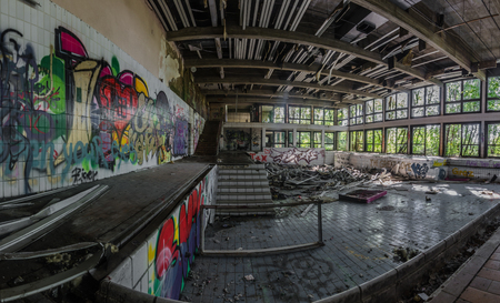 abandoned indoor pool in a spa center panorama view Imagens
