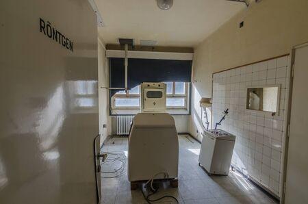 Shield X-ray in abandoned hospital Stockfoto