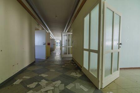Towels on floor of a corridor with open doors Stockfoto