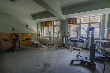 many devices in abandoned sickroom of a sanatorium Standard-Bild - 131596293