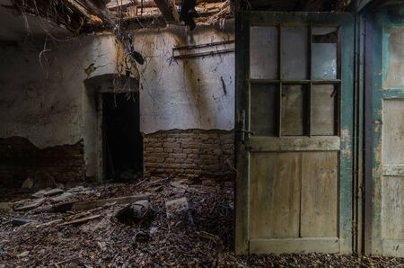 open door in dilapidated farmhouse Standard-Bild