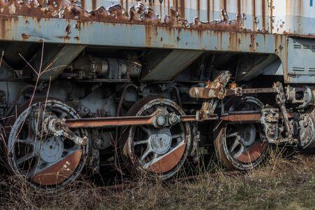 Wheels of a rusty railcar on a railway Imagens