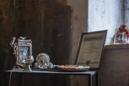old beautiful objects in a room of a house Standard-Bild