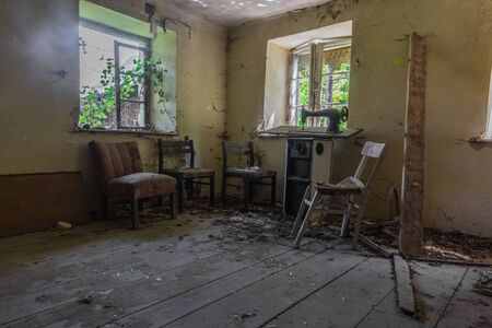 room with four armchairs and a sewing machine in a house