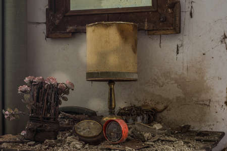 lamp with plastic flowers in a room from a abandoned house