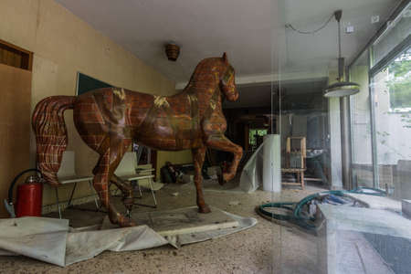 statue of a horse with brick pattern in a abandoned house Standard-Bild