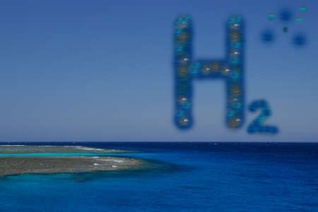 blue h2 hydrogen letters at a reef at the sea with blue sky Banque d'images