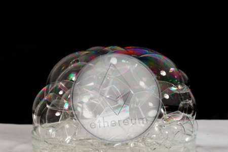 valueable silver ether crypto currency behind many soap bubbles Banque d'images