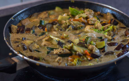 fresh healthy thai green curry and chicken in a pot Foto de archivo