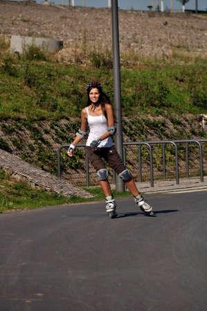 rollerblading: El deporte al aire libre es divertido para un patinador