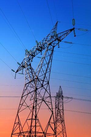 torres el�ctricas: torres de alta tensi�n siluetas de fondo la noche