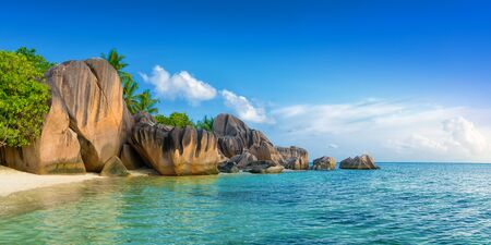 d'argent: tropical anse source dargent beach on la digue island seychelles Stock Photo