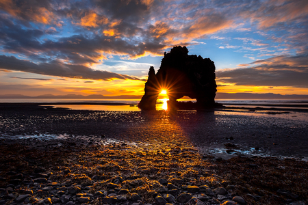 Hvitserkur. A 15 m. high basalt stack along the eastern shore of the Vatnsnes peninsula, in the northwest of Iceland. 版權商用圖片