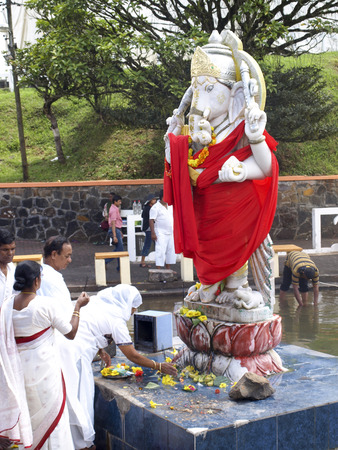 maha: GRAND BASSIN, MAURITIUS - FEBRUARY 24, 2011: Pilgrims pray before the Statue of the Hindu god Ganesha during the Hindu festival of Maha Shivaratri in Mauritius.