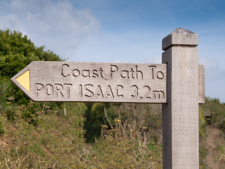 quin: Signpost on the cornish coast path between Port Quin and Port Isaac in north Cornwall Stock Photo